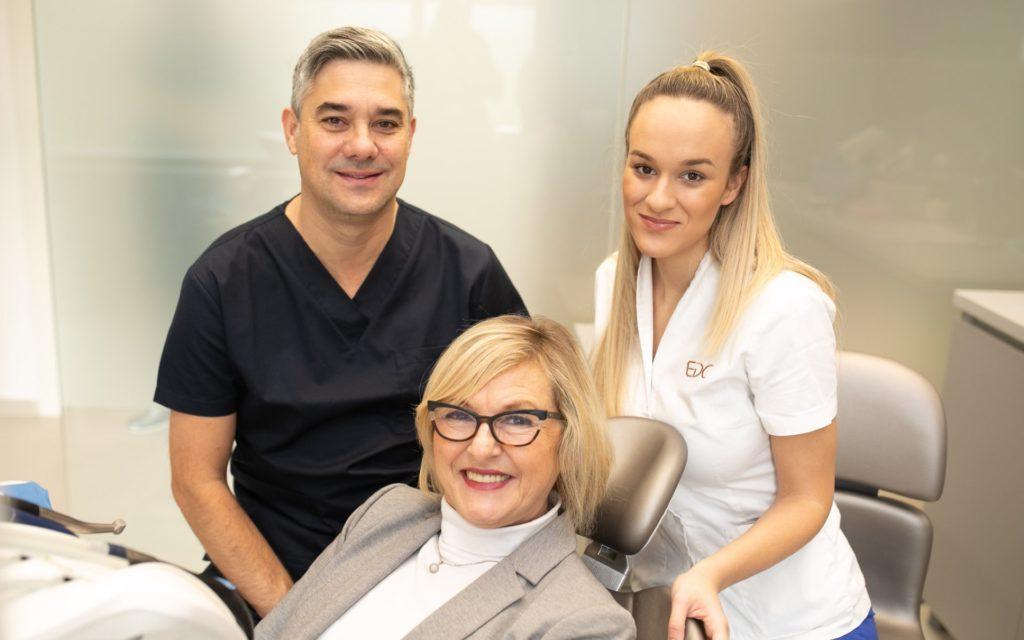 EDC, Esthetic dental Center, Zagreb, stručan tim i zadovoljna pacijentica